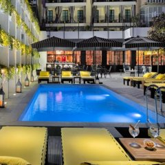 H10 Catalunya Plaza Boutique Hotel Барселона бассейн