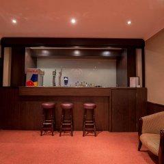 Newham Hotel гостиничный бар