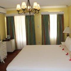 Отель Coco Palm сейф в номере