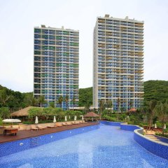 Отель Serenity Coast All Suite Resort Sanya бассейн