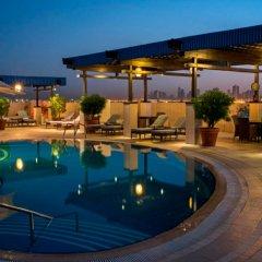 Отель Grand Excelsior Hotel Deira ОАЭ, Дубай - 1 отзыв об отеле, цены и фото номеров - забронировать отель Grand Excelsior Hotel Deira онлайн бассейн фото 3