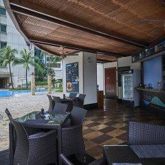 Отель Pullman Kuala Lumpur City Centre Hotel & Residences Малайзия, Куала-Лумпур - отзывы, цены и фото номеров - забронировать отель Pullman Kuala Lumpur City Centre Hotel & Residences онлайн бассейн фото 2