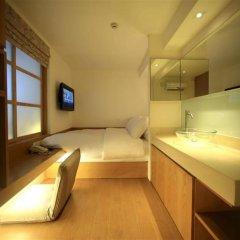 Silom One Hotel Бангкок сейф в номере