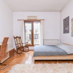Отель FM Deluxe 1-BDR Apartment - Artist's Place Болгария, София - отзывы, цены и фото номеров - забронировать отель FM Deluxe 1-BDR Apartment - Artist's Place онлайн комната для гостей фото 2
