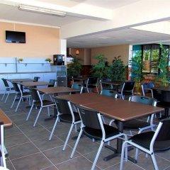 Отель Tahiti Airport Motel бассейн