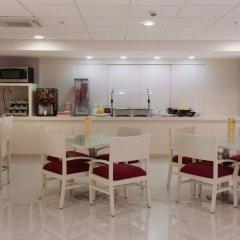 Отель City Express Buenavista питание