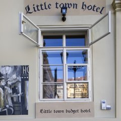 Little Town Budget Hotel Прага банкомат