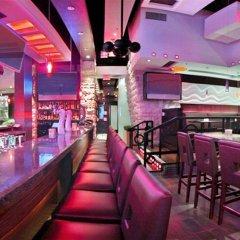 Отель Sandman Suites Vancouver on Davie Канада, Ванкувер - отзывы, цены и фото номеров - забронировать отель Sandman Suites Vancouver on Davie онлайн гостиничный бар