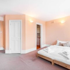 Отель 5 Bedroom House in Clerkenwell Лондон комната для гостей фото 3