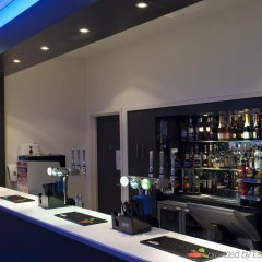 Отель Holiday Inn Express Manchester City Centre Arena Великобритания, Манчестер - отзывы, цены и фото номеров - забронировать отель Holiday Inn Express Manchester City Centre Arena онлайн гостиничный бар