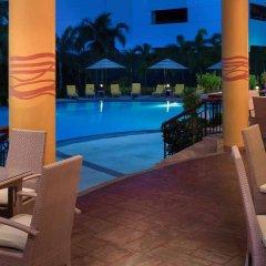 Отель Marco Polo Plaza Cebu Филиппины, Лапу-Лапу - отзывы, цены и фото номеров - забронировать отель Marco Polo Plaza Cebu онлайн бассейн фото 2