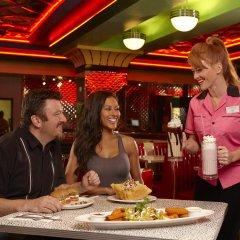 Отель Stratosphere Hotel, Casino & Tower США, Лас-Вегас - 8 отзывов об отеле, цены и фото номеров - забронировать отель Stratosphere Hotel, Casino & Tower онлайн питание фото 3