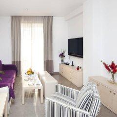 Отель Capital Coast Resort & Spa комната для гостей фото 3