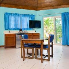 Отель CocoLaPalm Seaside Resort Ямайка, Саванна-Ла-Мар - 1 отзыв об отеле, цены и фото номеров - забронировать отель CocoLaPalm Seaside Resort онлайн комната для гостей фото 4