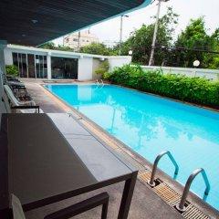 Отель The XP Bangkok Бангкок бассейн