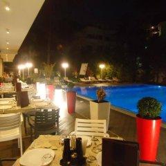 Отель Sandy Beach Resort Албания, Голем - отзывы, цены и фото номеров - забронировать отель Sandy Beach Resort онлайн гостиничный бар
