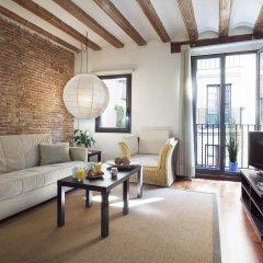 Апартаменты Inside Barcelona Apartments Esparteria комната для гостей