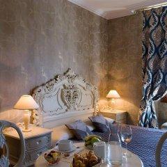 Hotel Chateau de la Tour в номере