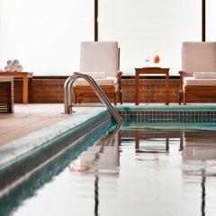 Отель Renaissance Newark Airport Hotel США, Элизабет - отзывы, цены и фото номеров - забронировать отель Renaissance Newark Airport Hotel онлайн бассейн