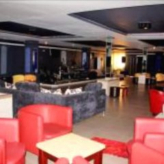 Отель Hilary Hotel Республика Конго, Пойнт-Нуар - отзывы, цены и фото номеров - забронировать отель Hilary Hotel онлайн гостиничный бар