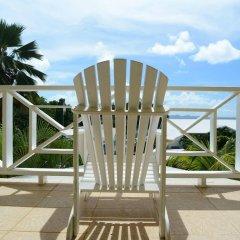 Отель Beachcombers Hotel Сент-Винсент и Гренадины, Остров Бекия - отзывы, цены и фото номеров - забронировать отель Beachcombers Hotel онлайн балкон