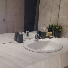 Отель Athens Way Lofts Греция, Афины - отзывы, цены и фото номеров - забронировать отель Athens Way Lofts онлайн ванная