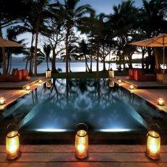 Отель Dolphin Island - Private Island бассейн