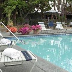 Отель Travelodge Hotel at LAX США, Лос-Анджелес - отзывы, цены и фото номеров - забронировать отель Travelodge Hotel at LAX онлайн бассейн