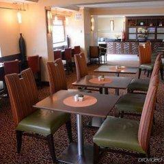 Отель Minneapolis Airport Marriott Блумингтон гостиничный бар