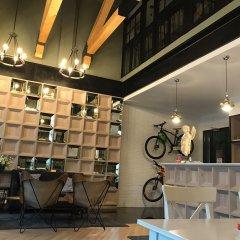 Travel Light Hostel Pattaya интерьер отеля