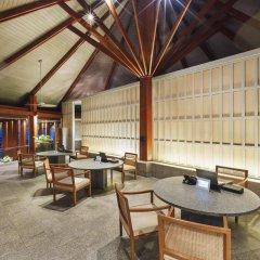 Отель The Surin Phuket интерьер отеля