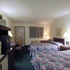 Отель Americas Best Value Inn-Columbus/North комната для гостей
