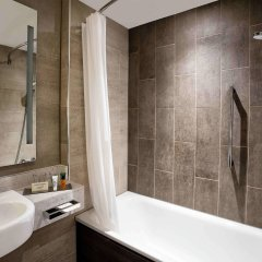 Отель Hilton Edinburgh Carlton ванная фото 3