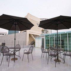 Отель D.H Sinchon Guesthouse Южная Корея, Сеул - отзывы, цены и фото номеров - забронировать отель D.H Sinchon Guesthouse онлайн бассейн