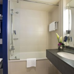 Отель Park Inn by Radisson Nice Airport Hotel Франция, Ницца - 1 отзыв об отеле, цены и фото номеров - забронировать отель Park Inn by Radisson Nice Airport Hotel онлайн ванная фото 2