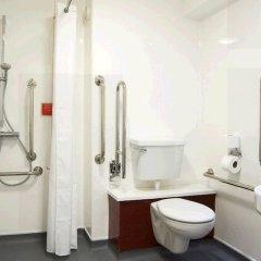 Отель Travelodge Manchester Piccadilly ванная фото 2