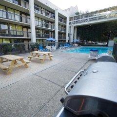 Отель Quality Inn & Suites США, Виксбург - отзывы, цены и фото номеров - забронировать отель Quality Inn & Suites онлайн бассейн фото 2