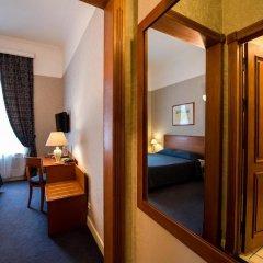 Гранд Отель Украина сейф в номере