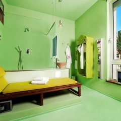 Spity Hotel сейф в номере