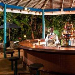 Отель Sandals Inn All Inclusive Couples Only гостиничный бар