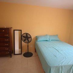Отель Belaire Vacation Home сейф в номере