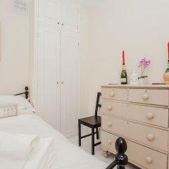Апартаменты Beautiful 2 Bedroom Garden Apartment сейф в номере