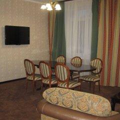 Hotel Dnipro комната для гостей