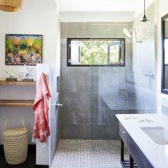 Отель Calabash Bay Four Bedroom Villa Ямайка, Треже-Бич - отзывы, цены и фото номеров - забронировать отель Calabash Bay Four Bedroom Villa онлайн ванная