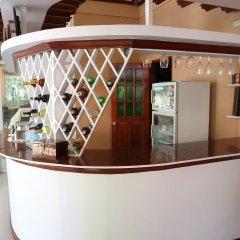 Отель Cambriza Suites гостиничный бар