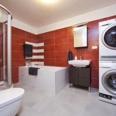 Апартаменты Spacious Treetop Apartment by easyBNB Прага ванная
