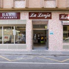 Отель Hostal La Lonja парковка