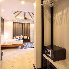 Отель Shanti Estate By Tropiclook Пхукет сейф в номере