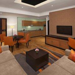 Отель DoubleTree by Hilton Hotel and Residences Dubai Al Barsha ОАЭ, Дубай - 1 отзыв об отеле, цены и фото номеров - забронировать отель DoubleTree by Hilton Hotel and Residences Dubai Al Barsha онлайн комната для гостей фото 2