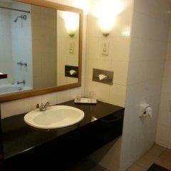 Отель REGALPARK Hotel Kuala Lumpur Малайзия, Куала-Лумпур - отзывы, цены и фото номеров - забронировать отель REGALPARK Hotel Kuala Lumpur онлайн ванная фото 2